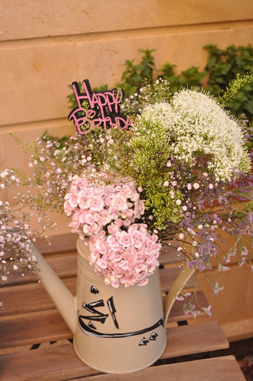 Customized flowers containers